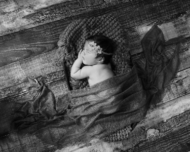 Black and white Newborn image by Treasured Moments Photography.